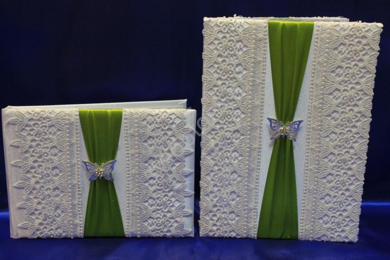 Свидетельство и книга пожеланий бело-оливковые с брошкой-бабочкой (ручная работа) арт.113-070