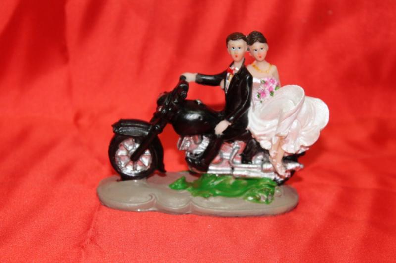 """№17 Статуэтка на торт (высота 9 см) """"молодожёны на мотоцикле""""100"""