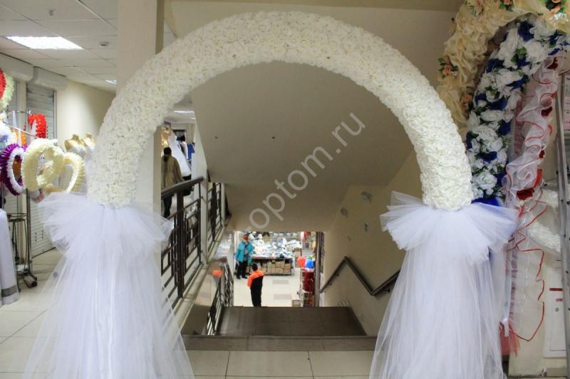 Арка свадебная белая из латексных роз (разборная на 4 части) арт. 094-050