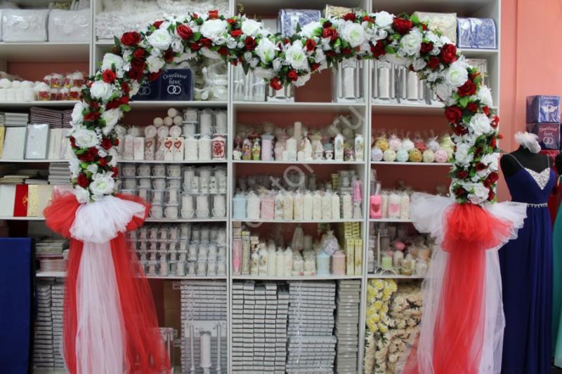 Арка свадебная бело-красная, сердце (разборная на 4 части) арт. 094-026