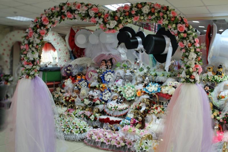 Арка свадебная сердце с розовыми и белыми розами (разборная на 4 части) арт. 094-065