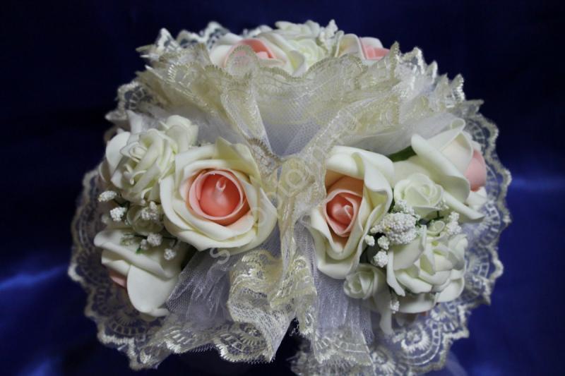"""Букет """"Тройняшка"""" с бежево-розовыми латексными розами и айвори кружевом арт. 020-208"""