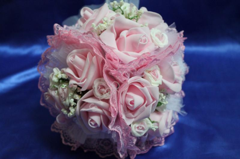 """Букет """"Тройняшка"""" с розовыми и бело-розовыми латексными розами и розовым кружевом арт.020-211"""