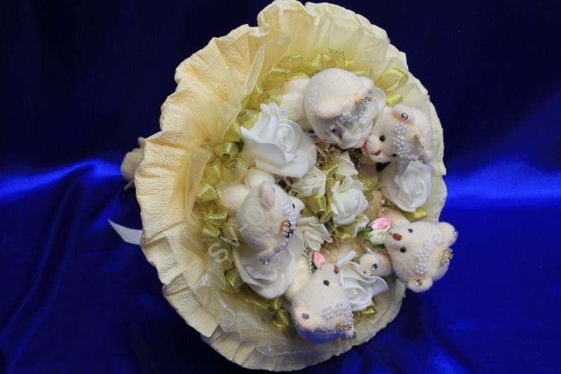 Букет айвори с мишками и белыми латексными розами арт. 020-118