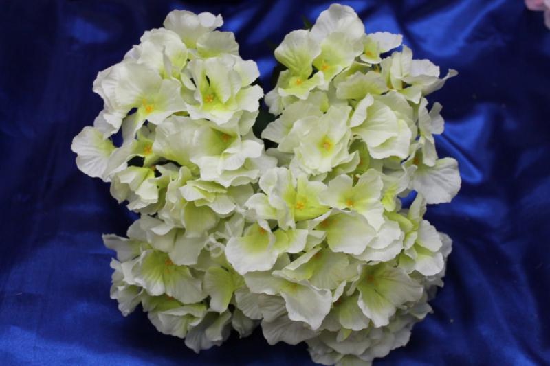 Букет гортензия бело-салатовая арт.138-105