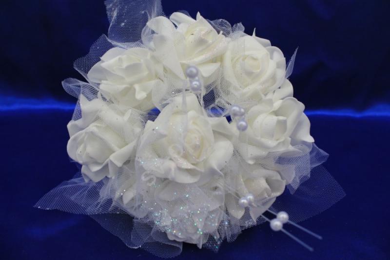 Букет из белых латексных цветов в фатине (9шт) арт. 139-001