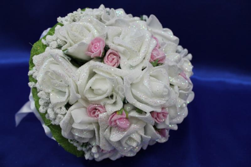 Букет латексный с белыми розами и маленькими розовыми розами арт. 020-172