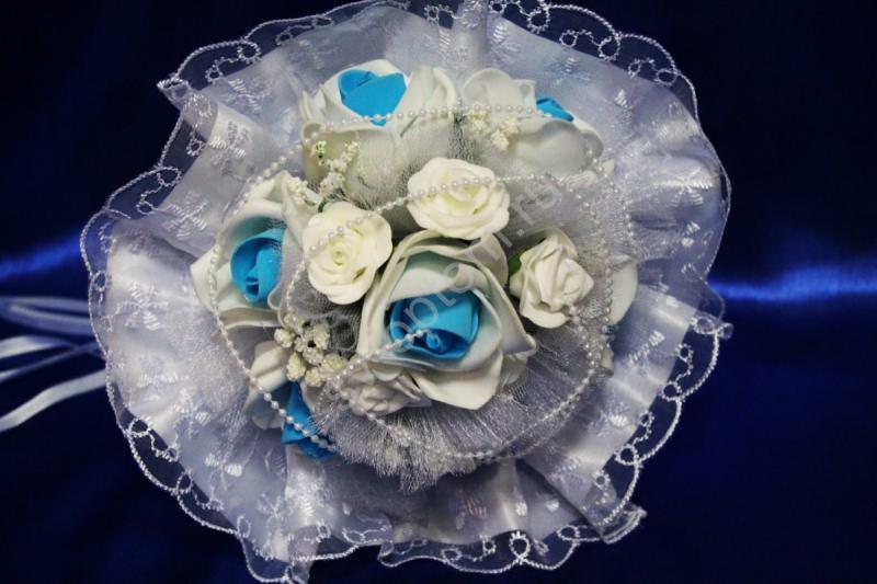 Букет с бело-голубыми латексными розами арт. 020-334
