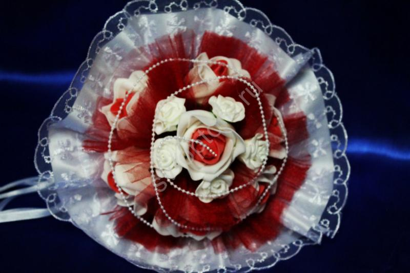 Букет с бело-красными латексными розами арт. 020-347