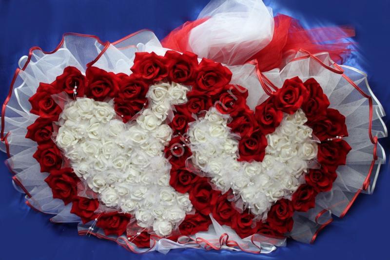 Двойное сердце с красными бархатными и белыми латексными розами арт.120-076