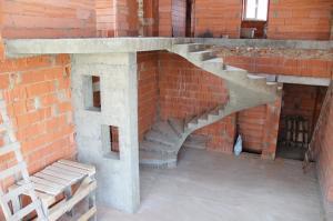 Фото Монолитная лестница полнотелая Монолитная полнотелая спиральная лестница