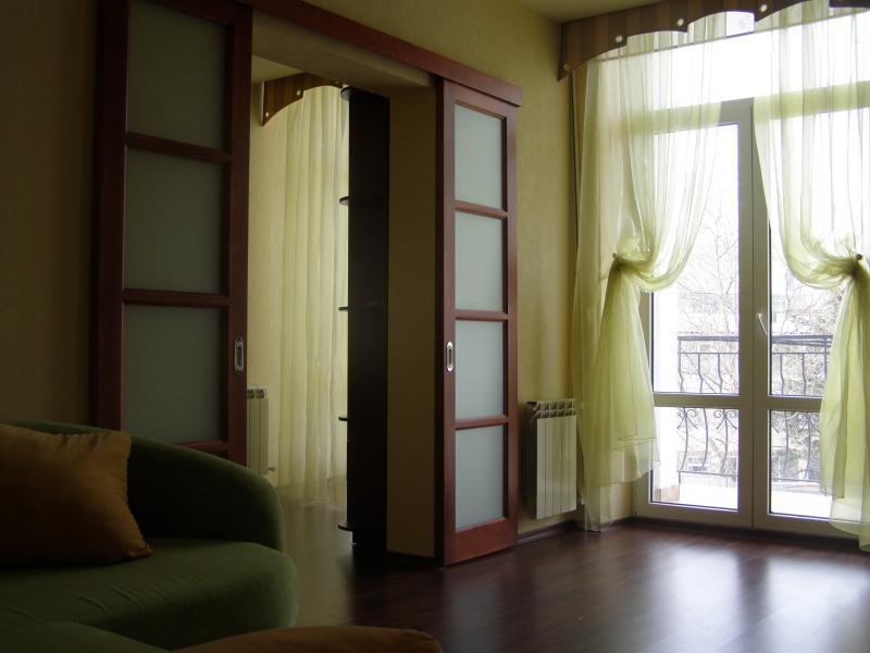 45  Аренда Ялта: 2-х комнатные  апартаменты 2эт  ул Игнатенко  рядом с Набережной