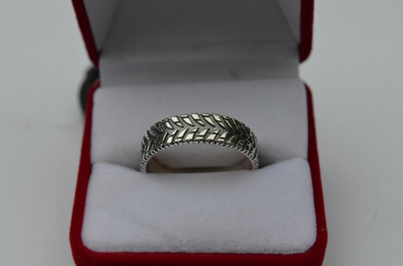 Фото Кольца Серебряное кольцо Протектор