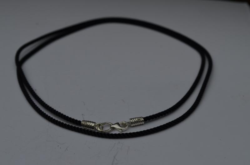 Фото Браслеты кожа,каучук,шёлковые шнуры - со вставками Шёлковый Шнурок с серебряными концевиками и карабином
