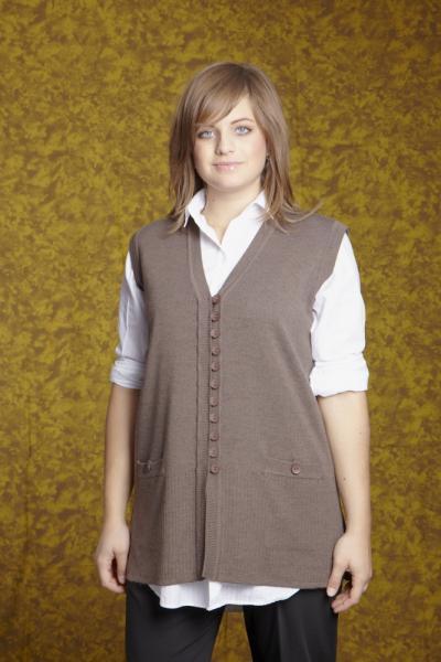 GBЕ Трикотажный удлиненный жилет на пуговицах с карманами и с разрезами по бокам