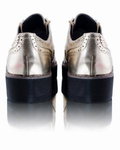 Фото  Золотистые туфли