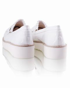 Фото  Белые туфли на платформе