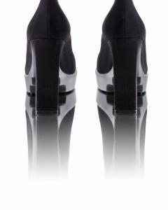 Фото  Черные замшевые туфли