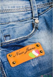 Фото  Женские светлые джинсы