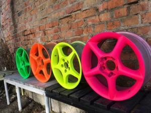 Фото Флуоресцентная краска и пигменты, светятся под воздействием УФ источника Яркая флуоресцентная краска для тюнинга авто
