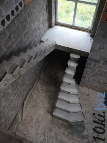 С площадкой на косоуре купить в Иркутске - Лестницы с ценами и фото