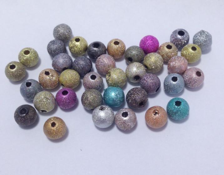 Фото  Бусины  5 - 6 мм.  цветные  с  глитерным  напылением. (  в  смешении ) 100 штук