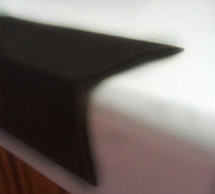 Резиновый уголок (40х30х2 мм)