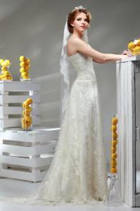 Фото Свадебные платья Кружевное открытое свадебное платье со шлейфом Лилия