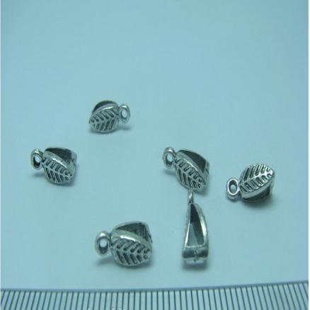 Бейл  в  форме  листика.  ( держатель  для  Кулона.)  Размер  11 мм.  (  под  шнур  3 мм. )  Цвет  Серебро.