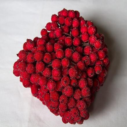 Фото Тычинки , добавки,ягодки Тычинка   двухсторонняя  ягодка  в  сахаре  12 мм.  Красного    цвета   на  проволоке .  Продаётся  пучками .  В  пучке  20  проволочек  ( 40 ягодок )
