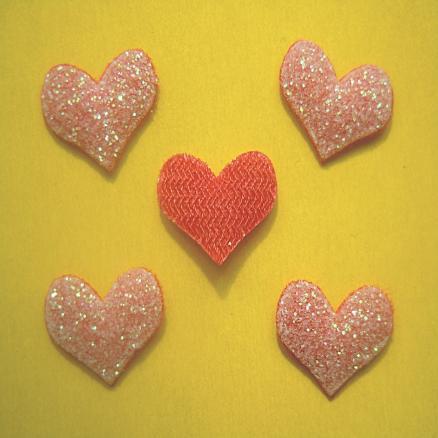 Фото Вязаный ,тканевый  декор . помпоны Сердечко на тканевой  основе 14х10 мм красное