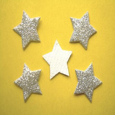 Фото Вязаный ,тканевый  декор . помпоны Звёзда  с  глитером  на тканевой основе 17 мм.   Серебро , упаковка  20 шт.