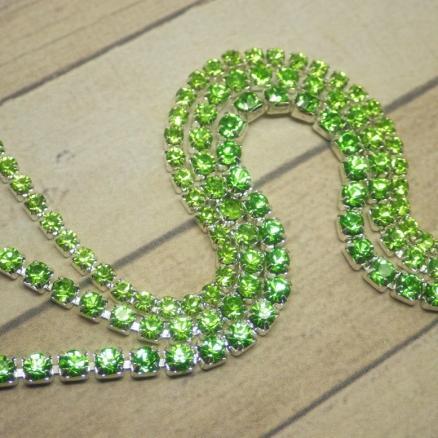 Фото Стразовые цепи Стразовая цепь  сплошная  с  светл. Зелёными  камушками   в серебре  3 мм.