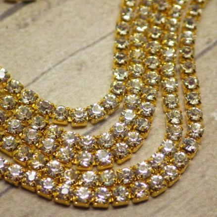 Фото Стразовые цепи Стразовая цепь, белый цвет  в золотой оправе, 2 мм