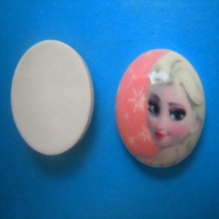 Серединка с Эльзой. размер серединки 20 мм ,толщина 7 мм  пластик ,цвет бело-розовый цена за 1 штуку 2.10 грн