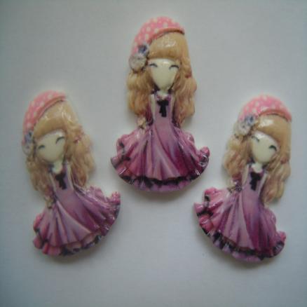 Кабашон куколка 21х28 мм ,в сиреневом платье с волосами