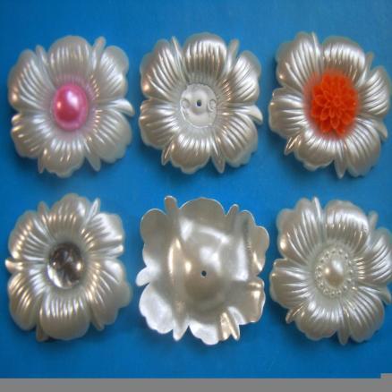 Цветок овальный 40 * 35 мм.  Молочно  - перламутрового  цвета.
