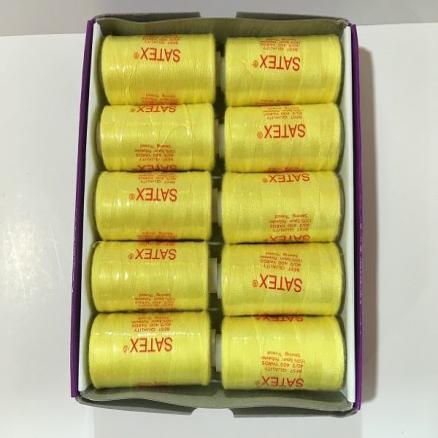 Нитка   SATEX   жёлтого   цвета ,  на  катушке  -  370 м.   Цена  -  5,80 грн.  за  катушку.