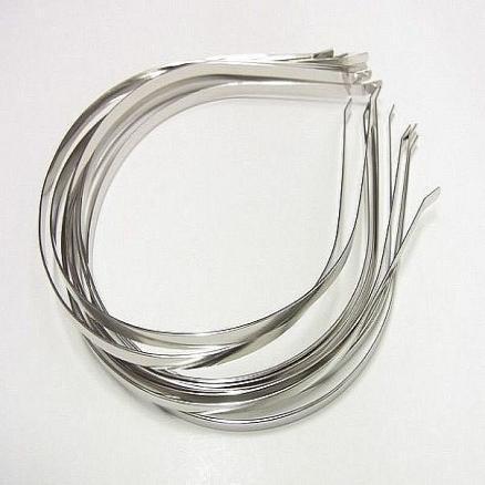 Обруч металл  0,5 см.  стального  цвета .