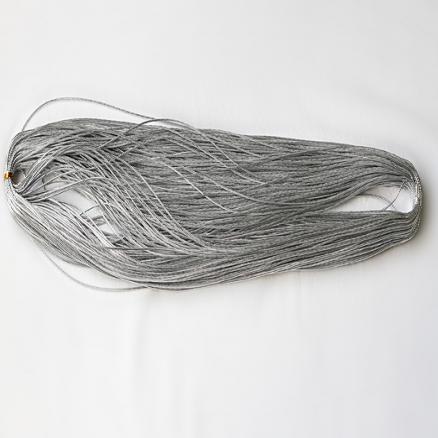 Шнур   толщина  1 мм .   Серебряного  цвета.