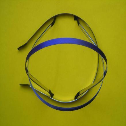Обруч  металический  обклеен   Синей  атласной  лентой  0,6 см.