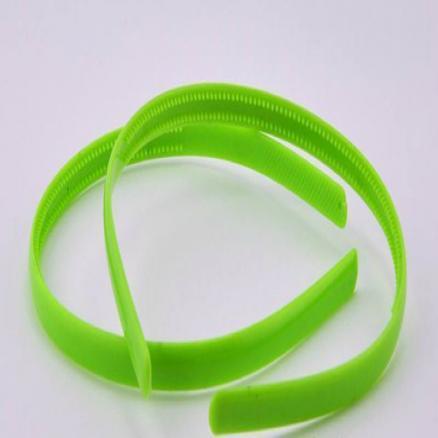Обруч с зубчиками , пластиковый 0,8 см салатового цвета