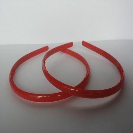 Обруч с зубчиками , пластиковый 0,8 см. Красного цвета