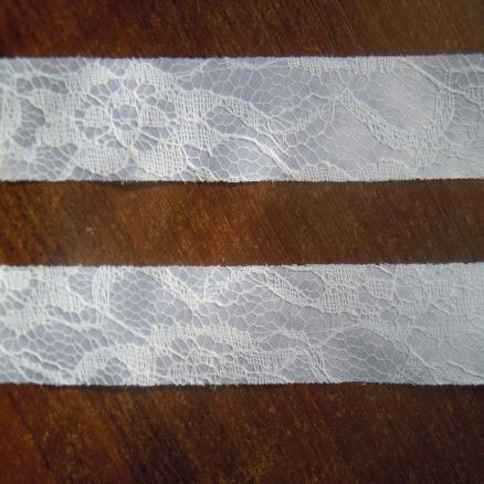 Лента атласная 2,5 см, цвет белый с кружевом