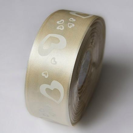 Фото Ленты, Лента атласная с узорами  и  надписями. Лента атласная 40 мм ,  Кремового  цвета  в  белых сердечках .