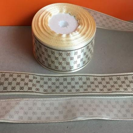 Лента атласная 2,5 см , цвет кремовый с  арнаментом