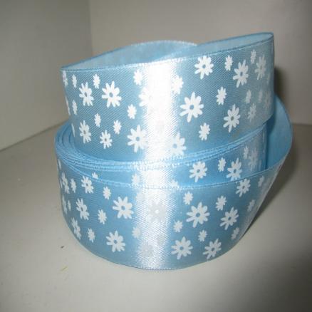 Лента атласная 2,5 см.  голубая с белыми цветочками