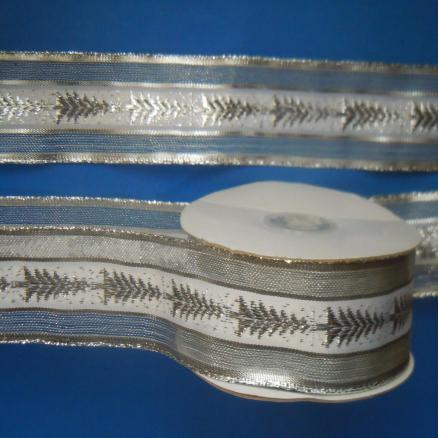 Декоративная  лента  Нейлон - Парча  серебряного  цвета  с  белой  широкой  полосой  и  ёлочками.  Ширина  -  4 см.