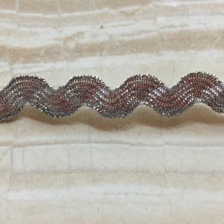 """Тесьма  """" Вьюнчик """"   парчёвая (  зигзаг )   ширина  0,5 - 0,6 см.  Серебряного  цвета."""