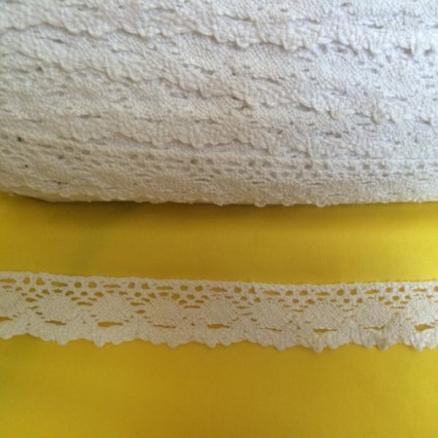 Кружево лён ,  белого  цвета ,  ширина  2 см.